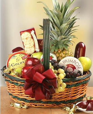 Home Decor Ideas: Valentine\'s Gift : Sweet Fruit Basket ...