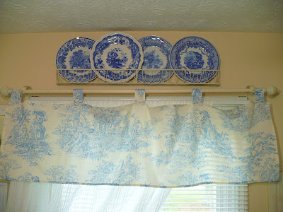 blue transferware plates and blue toile valance
