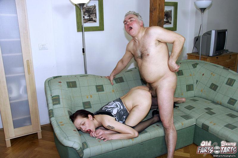 Чията жена отдолась какомута старику