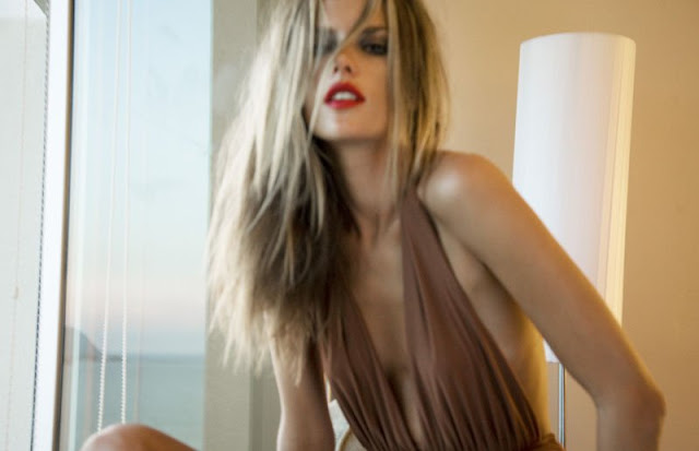 Alessandra Ambrosio Sizzles in Homm Vogue4