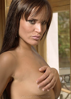 sophie anderton showing off her naked body 11