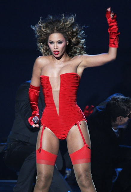 beyonce knowels sexy red bikini1