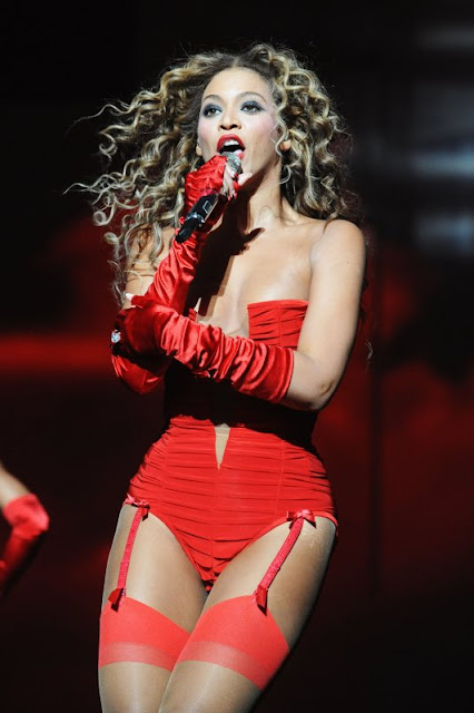 beyonce knowels sexy red bikini2
