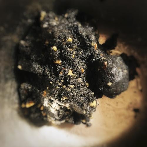 black sesame, cake, chinese, mid-autumn festival, dessert, mooncake, recipe, traditional, Walnut, 黑芝麻, 核桃, 月餅, 中秋節, 黑芝麻核桃餡