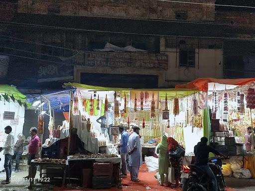 दीपावली के अवसर पर बढ़ी बाज़ारों में रौनक