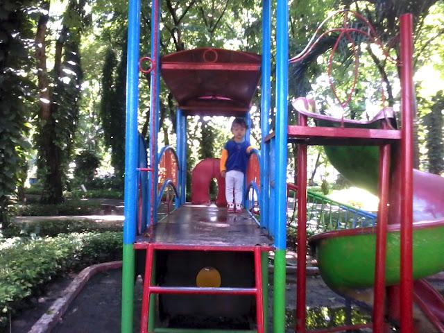 Taman Flora Bratang Surabaya
