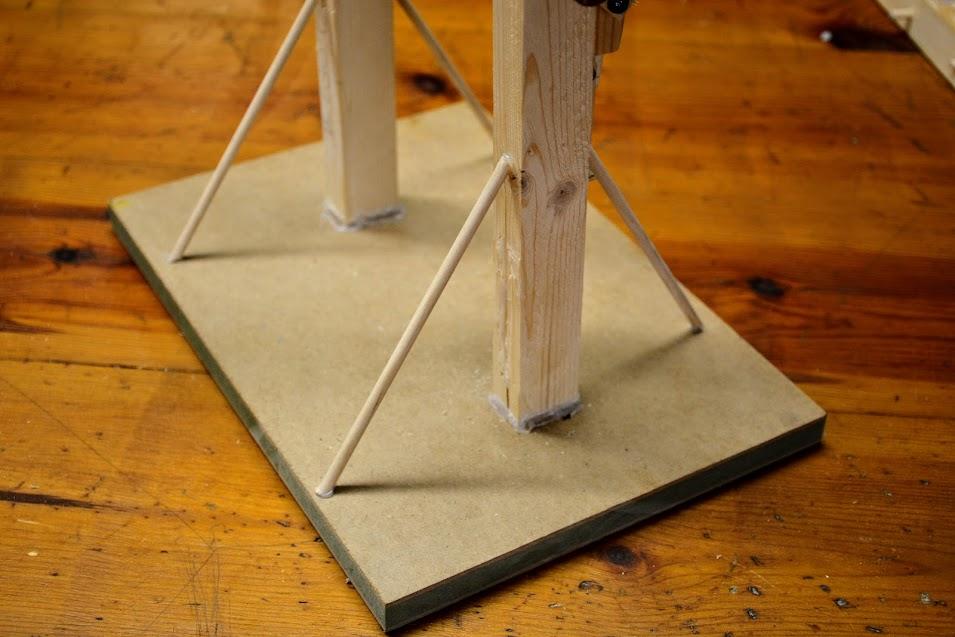 base de juguete de madera