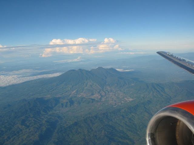 Flug über die Insel Java von Jakarta nach Yogyakarta