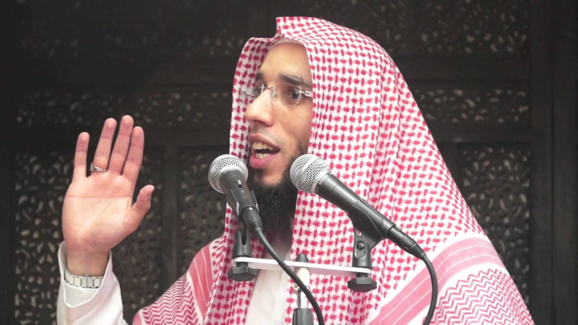 Deux personnes ont été blessées par balle ce jeudi devant une mosquée de Brest. Parmi eux, l'imam du lieu de culte, Rachid Eljay, alias Abou Houdeyfa. Portrait de cet homme, connu pour ses vidéos controversées.