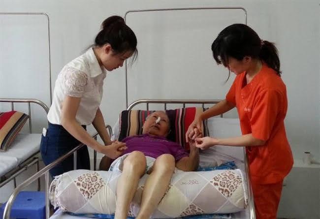 Nệm nước cho bệnh nhân tai biến nằm liệt lâu năm