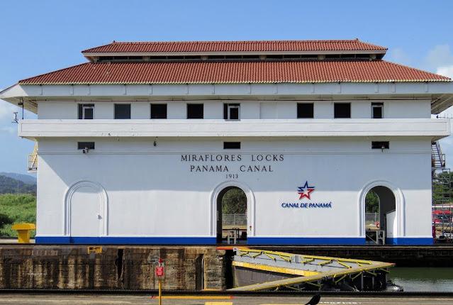 Panama City Layover: Miraflores Locks at the Panama Canal