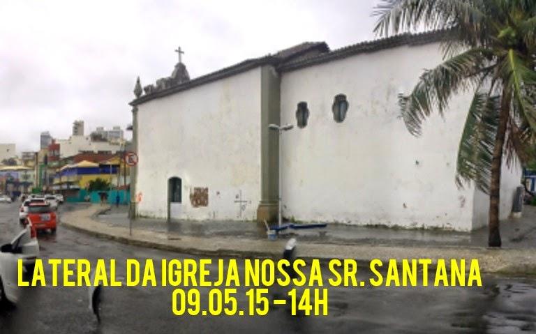 Lateral da igreja no Largo de Santana completamente alagada